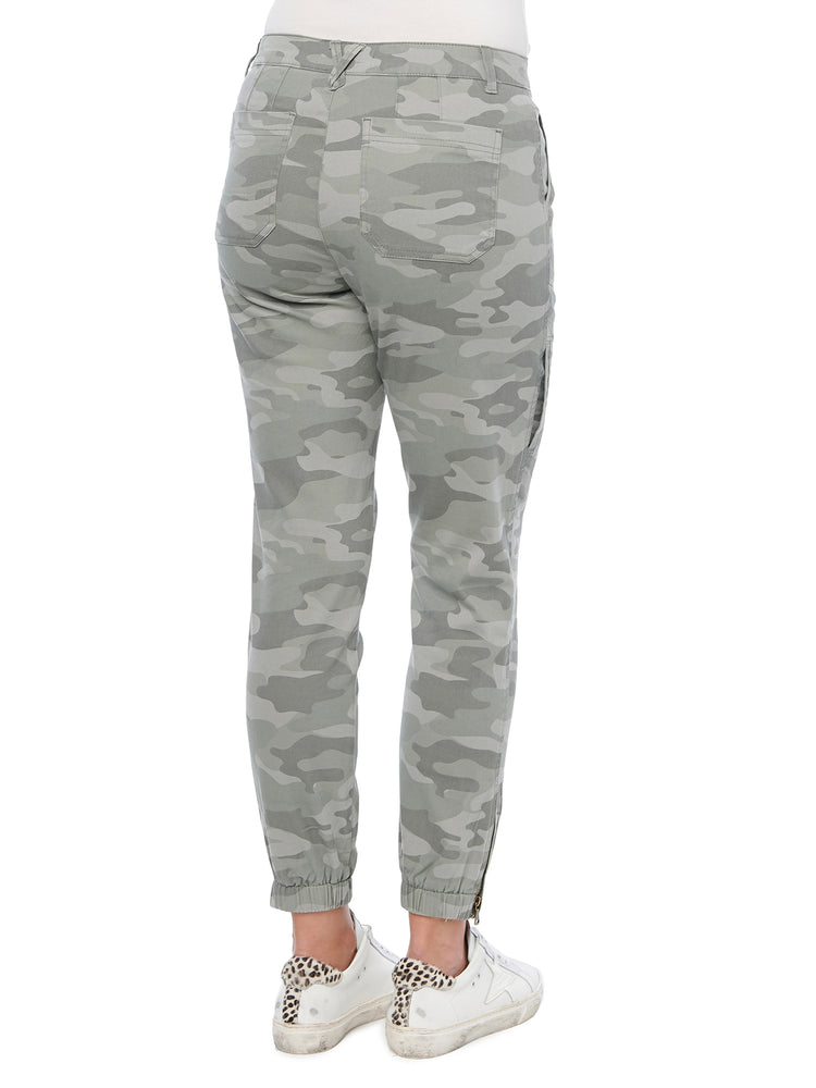 "Load image into Gallery viewer, ""Ab""solution High Rise Utility Camo Jogger"