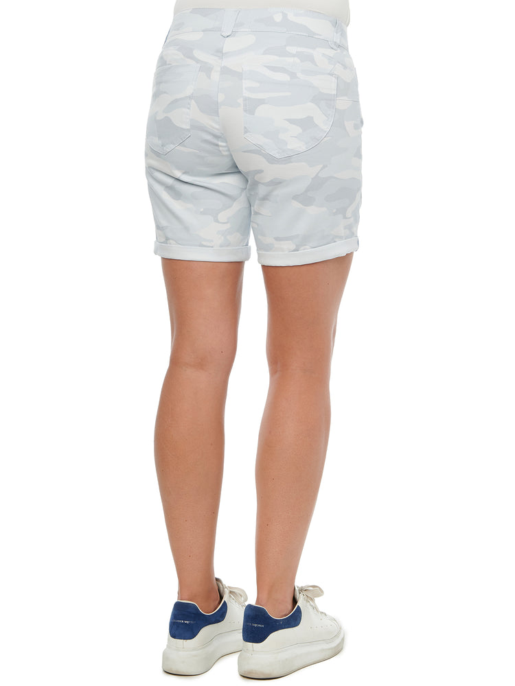 "Load image into Gallery viewer, ""Ab""solution 7"" inseam Stretch Camouflage Shorts"