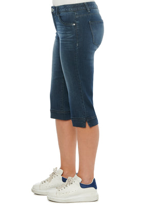 "Load image into Gallery viewer, ""Ab""solution Indigo Skimmer Petite Capri Jeans"