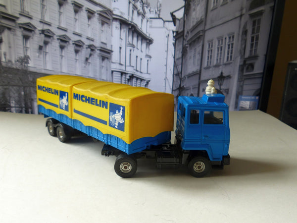 1109 Ford Cab with Michelin Containers (1st edition)