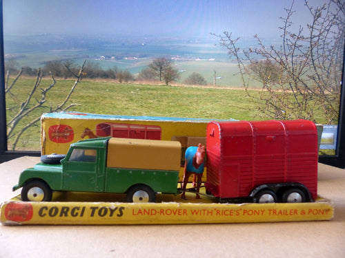 Gift Set 2 Land Rover with rare early Pony Trailer (3) in original box