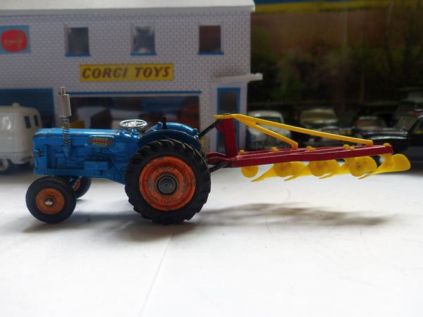 Gift Set 18 Fordson Power Major Tractor (early edition) + Plough