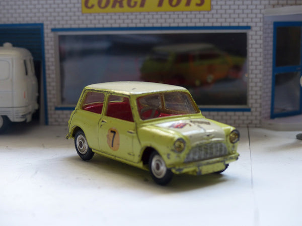 227 Morris Mini-Cooper in primrose with a white roof and bonnet (2)