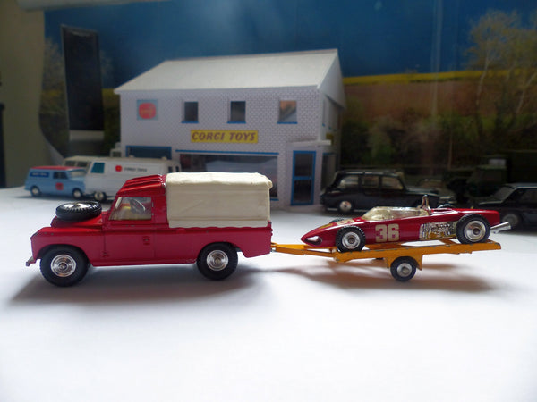 Gift Set 17 Land Rover with Ferrari on Trailer