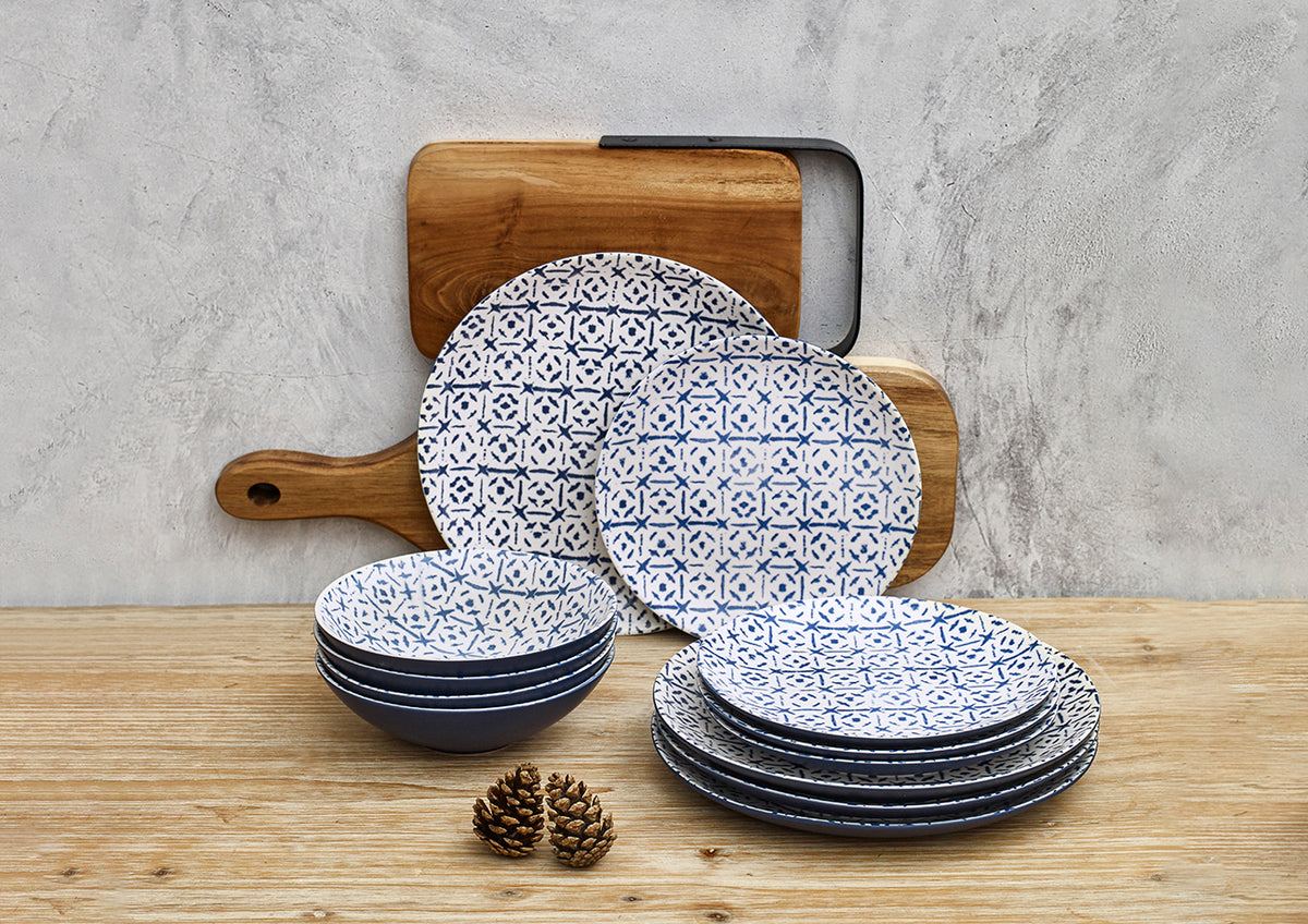 Blue tableware with tile motifs; trend in tableware for 2020.