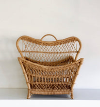 Load image into Gallery viewer, Wicker Magazine Rack (4434490916982)