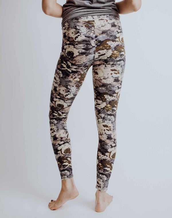 Perfect Leggings in Fall Leaves