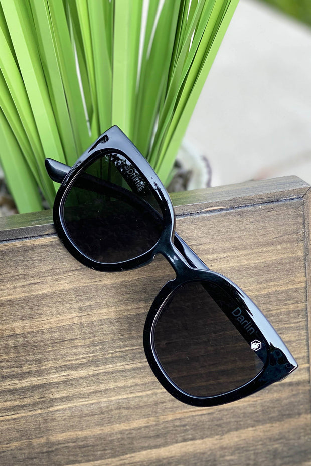 American Bonfire Darlin' Sunglasses in Black