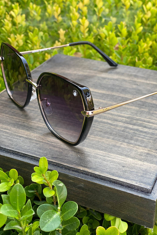 American Bonfire Vibes Sunglasses in Black