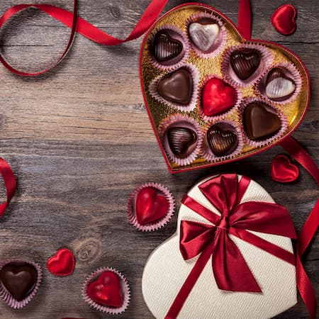 Valentine-day-gift-chocolates-sweets