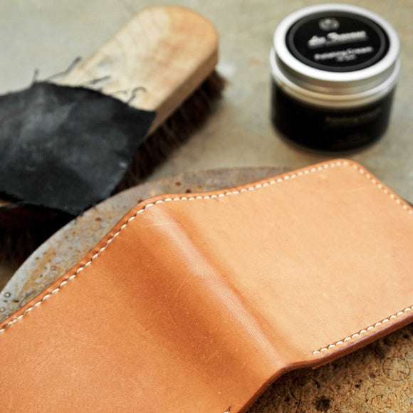 Application of Les Travaux Leather Polishing Cream