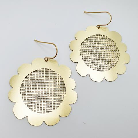 Retro Flower Earrings - Gold