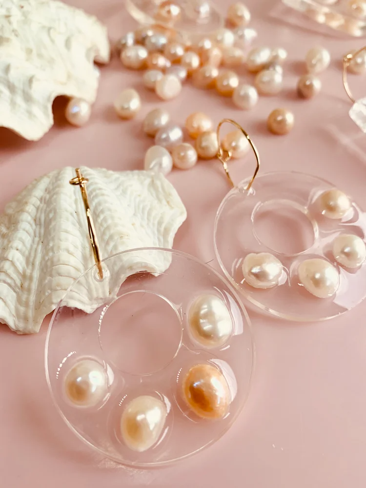Circle With Hole Earrings - Pearl
