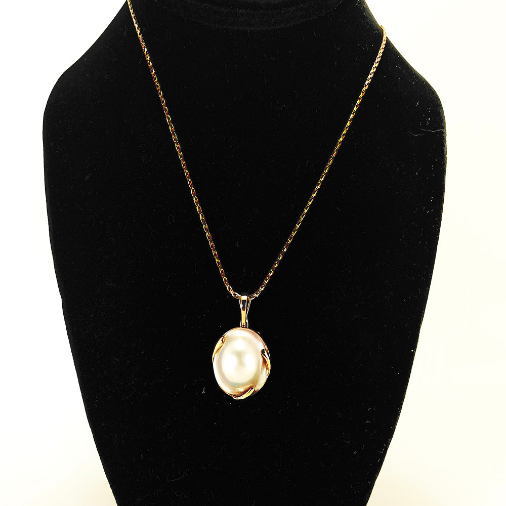 GORGEOUS 14K Yellow Gold Wheat chain necklace w/ stunning Bezel Set Blister Pearl Pendant