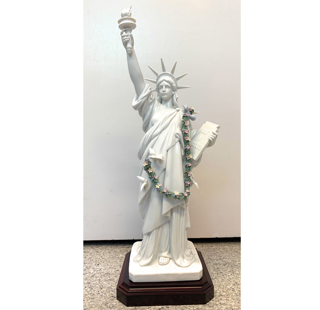 Lladro Figurine #7563 Statue of Liberty - RETIRED - Limited Edition No:502/2000