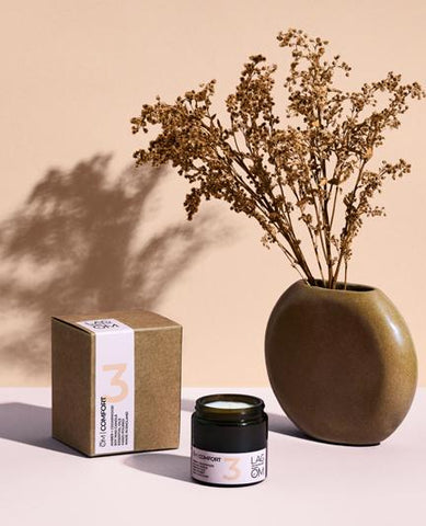 ŌM COMFORT Amber and Cedarwood Amber Candle by (Lagom)