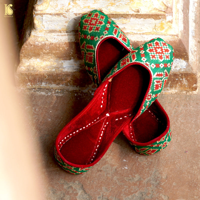 Handcrafted Green Punjabi Jutti with Velvet - Khinkhwab