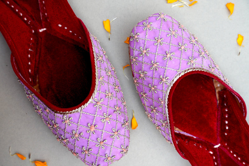 Handcrafted Punjabi Jutti with Velvet & Embroidery - Khinkhwab