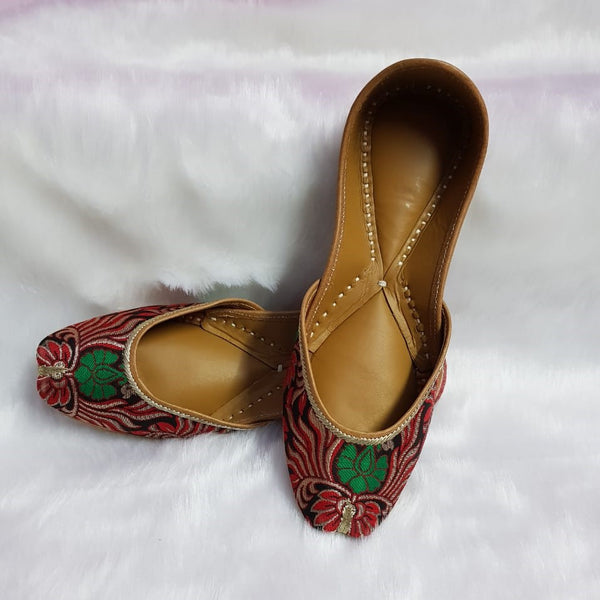 Handcrafted Red and Green Jutti in Banarasi Brocade - Khinkhwab