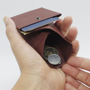 Kamino Cash Sleeve holds coins.