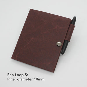 Kamino notebook cover passport with the pen loop S holds a Fisher Space Pen perfectly.