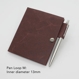 Kamino notebook cover passport with the pen loop M holds a Parker Jotter perfectly.