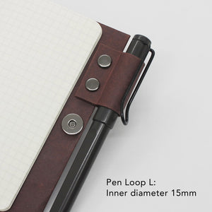 Kamino notebook cover pocket with the pen loop L holds a Lamy Safari perfectly.