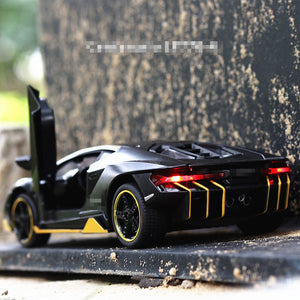 Hot LP770 1:32 Car Alloy Sports Car Model Diecast Sound Light Super Racing Lifting Tail Car Wheels Toys For Children