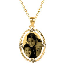 Load image into Gallery viewer, Gold Diamond Cut Oval Photo Pendant