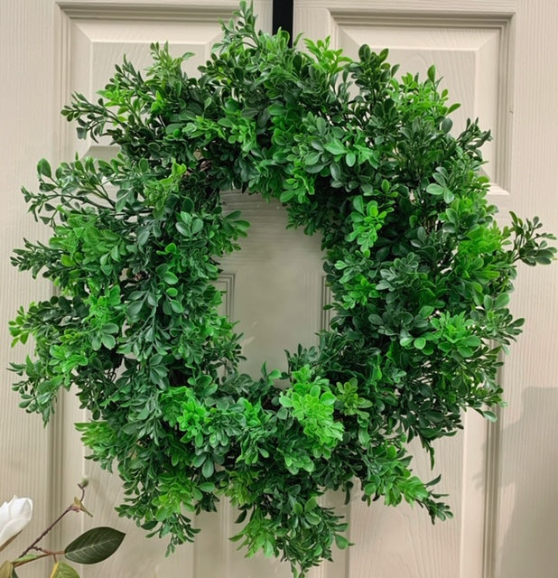 "24"" Airy Pre-made Boxwood Wreath"