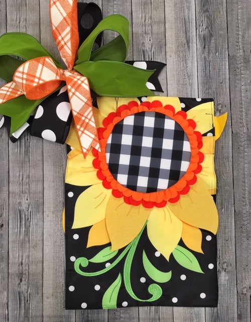 Black and White Check Sunflower Flag and Bow