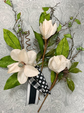Load image into Gallery viewer, Magnolia with Black and White Wreath Kit