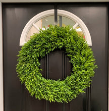 "Load image into Gallery viewer, 24"" Tea Leaf Boxwood Greenery Wreath"
