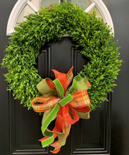 "Load image into Gallery viewer, 24"" Boxwood Wreath with Bows"