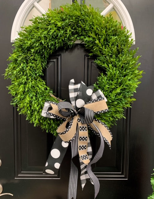 "24"" Boxwood Wreath with Bows"