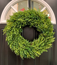 "Load image into Gallery viewer, 18"" Tea Leaf Boxwood Greenery Wreath"