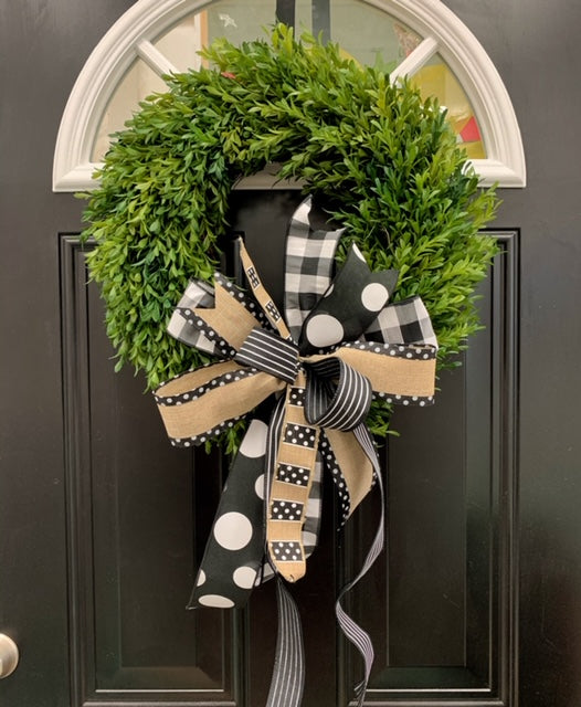 "18"" Boxwood Wreath with Bows"
