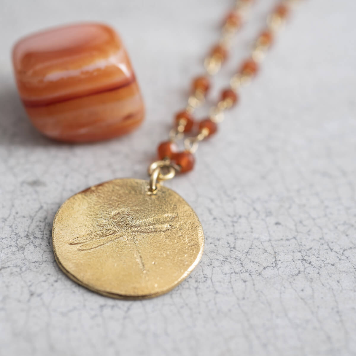 A Beautiful Story - Rosary Carnelian Dragonfly Gold Ketting - INGAR