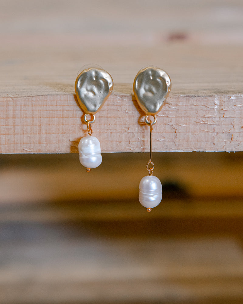 Callie Vintage Mismatched Pearl Earrings