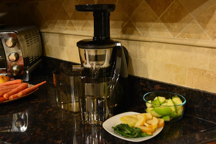 Juicing with Kale Apples Pears and Lemon