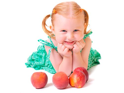 child-with-peaches