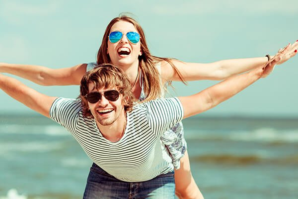 man-woman-with-sunglasses