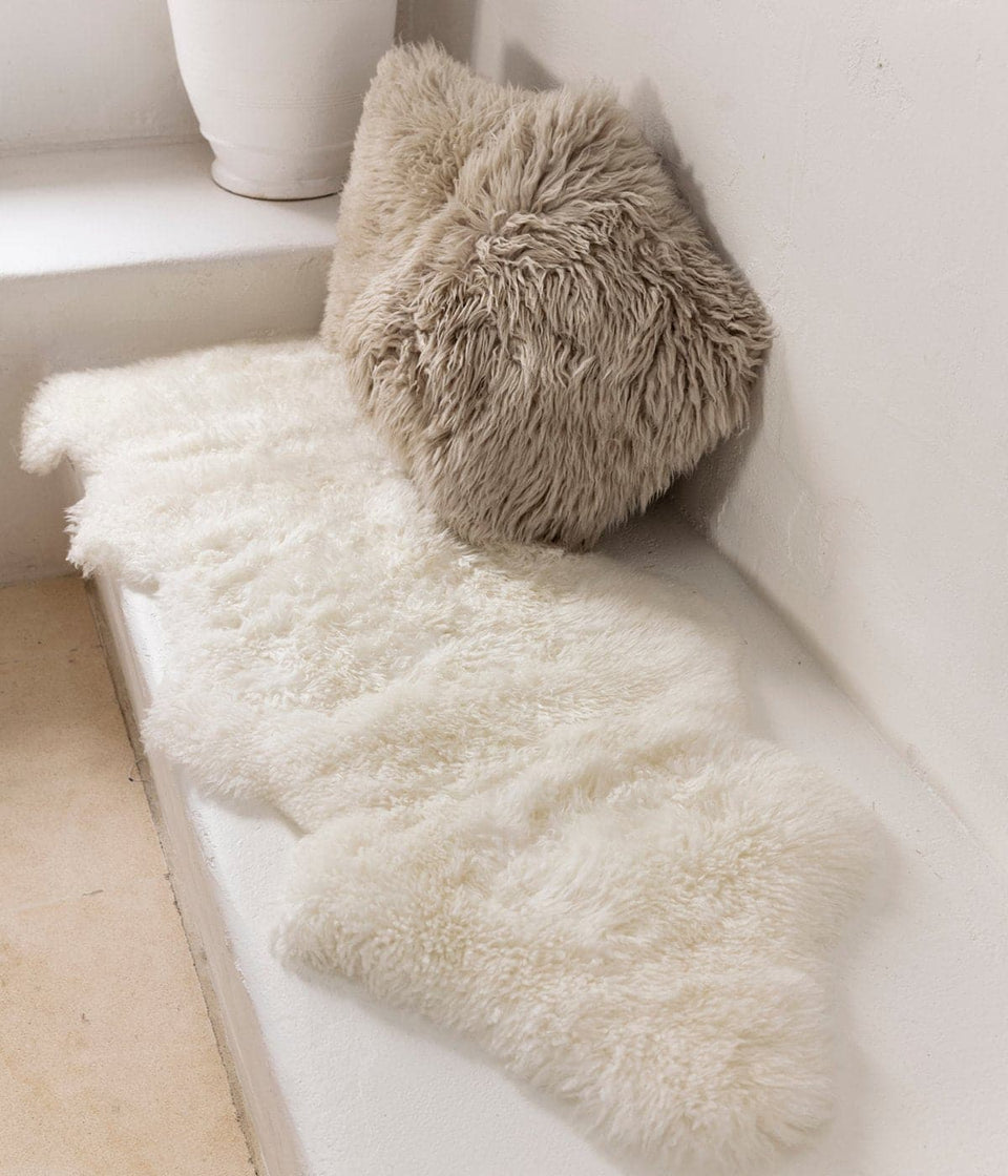 White long wool new zealand sheepskin rug