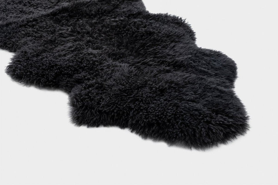 Dark grey new zealand sheepskin rug