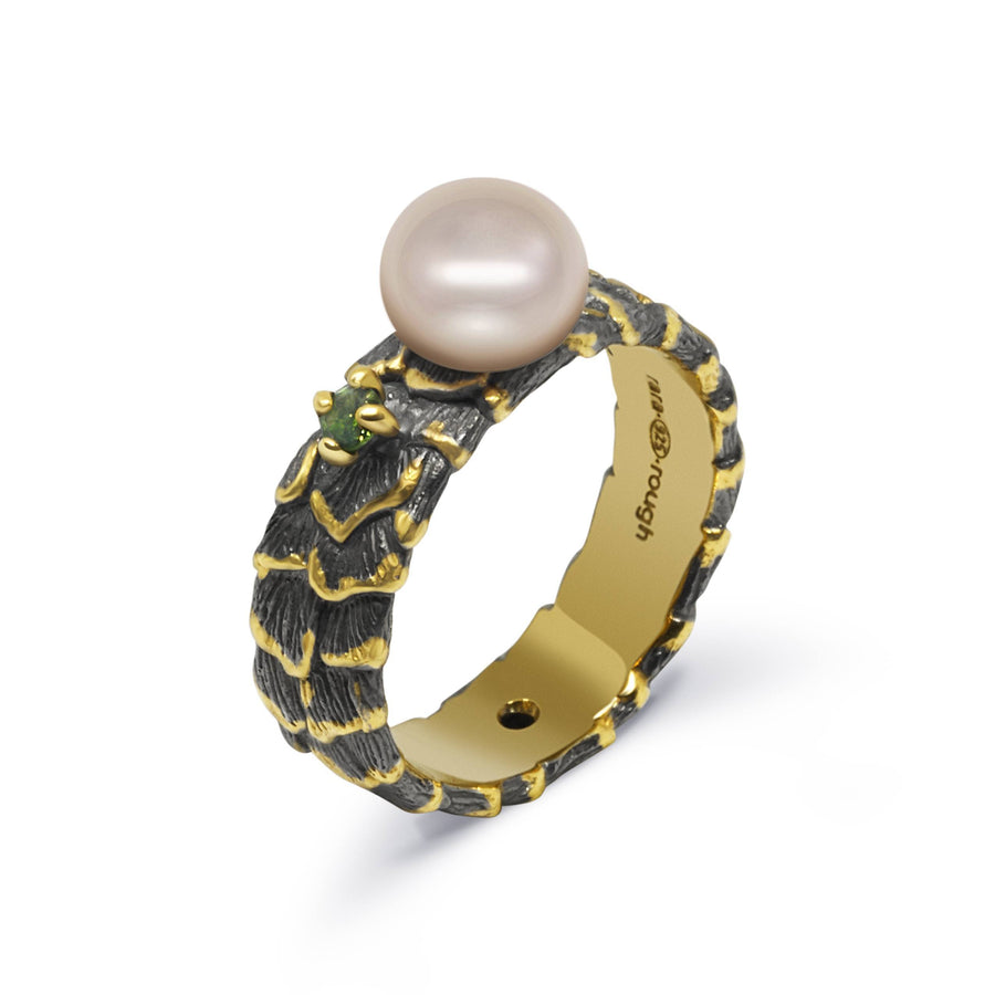 Shell Unique Ring with Pearl & Emerald