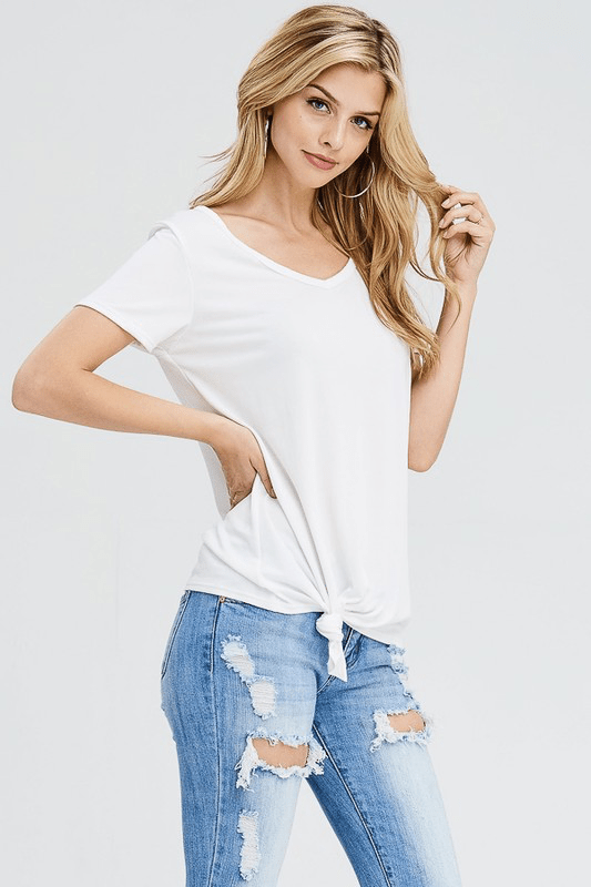 SIMPLE WHITE FRONT KNOT TOP