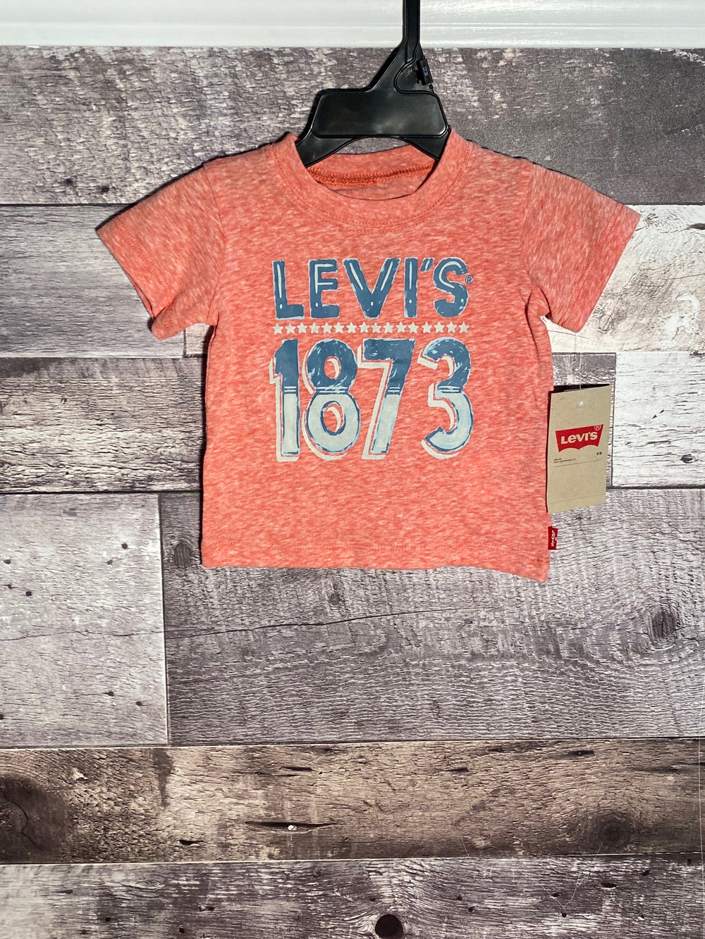 levis red snow yarn graphic tee