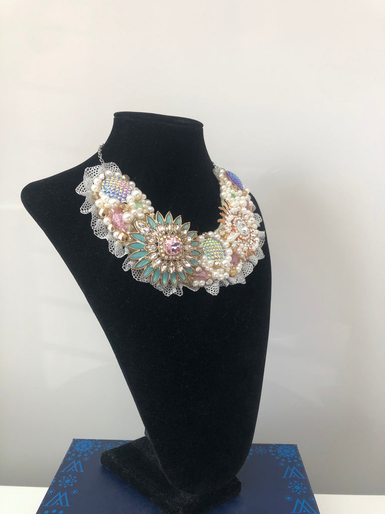 Small Collar - Pearl with a touch of Mint, Pale Pink and Gold