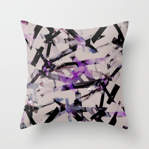 正方形 クッション・クッションカバー Abstract pattern (purple & black) by Georgiana Paraschiv