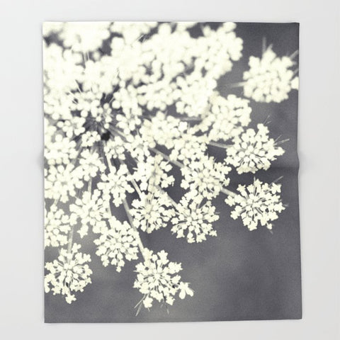 ブランケット Black and White Queen Annes Lace by Erin Johnson